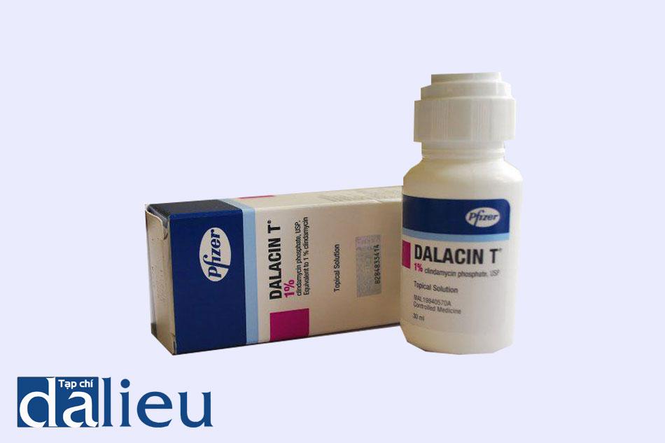 Thuốc Dalacin T có công dụng kìm hãm sự phát triển và tiêu diệt các loại vi khuẩn gây mụn trên da