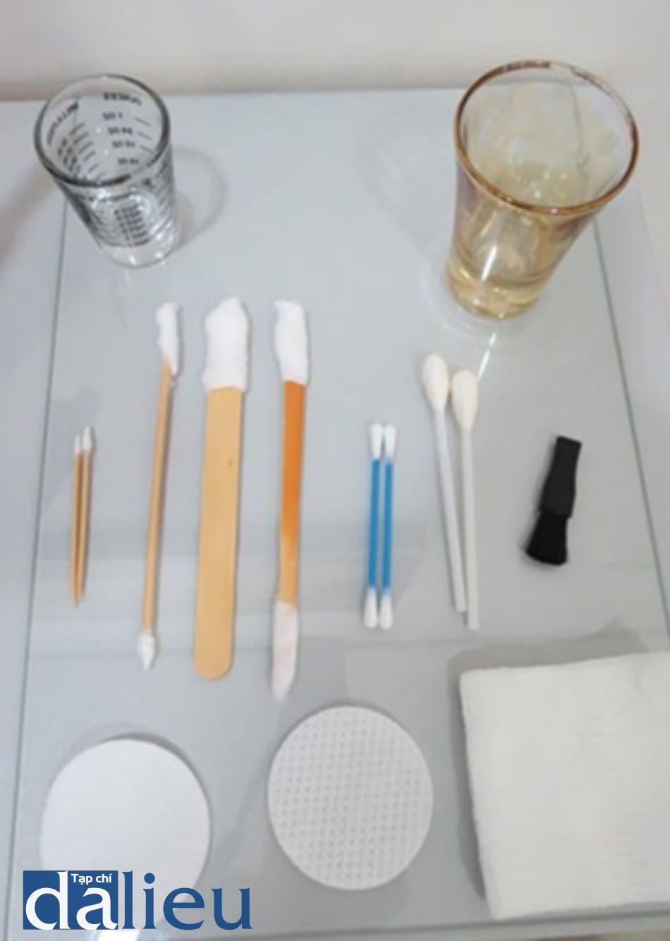 Hình 2: những dụng cụ bôi được sử dụng trong peel hóa chất